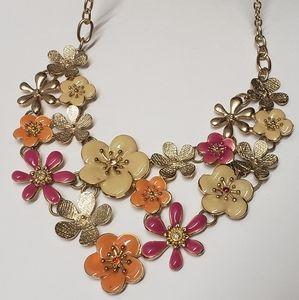 Jewelry - Beautiful Retro Flower Statement Necklace